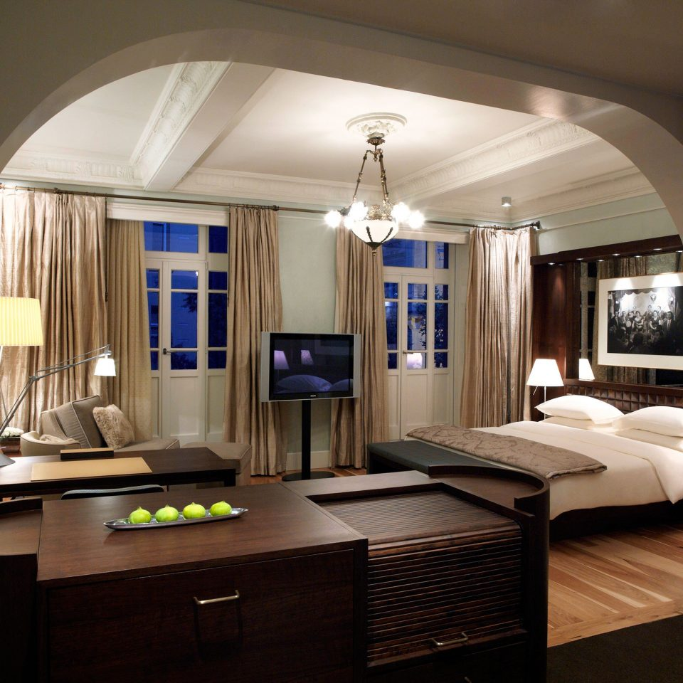 Bedroom Hip Luxury Modern Suite property living room home house lighting mansion cabinetry condominium cottage recreation room