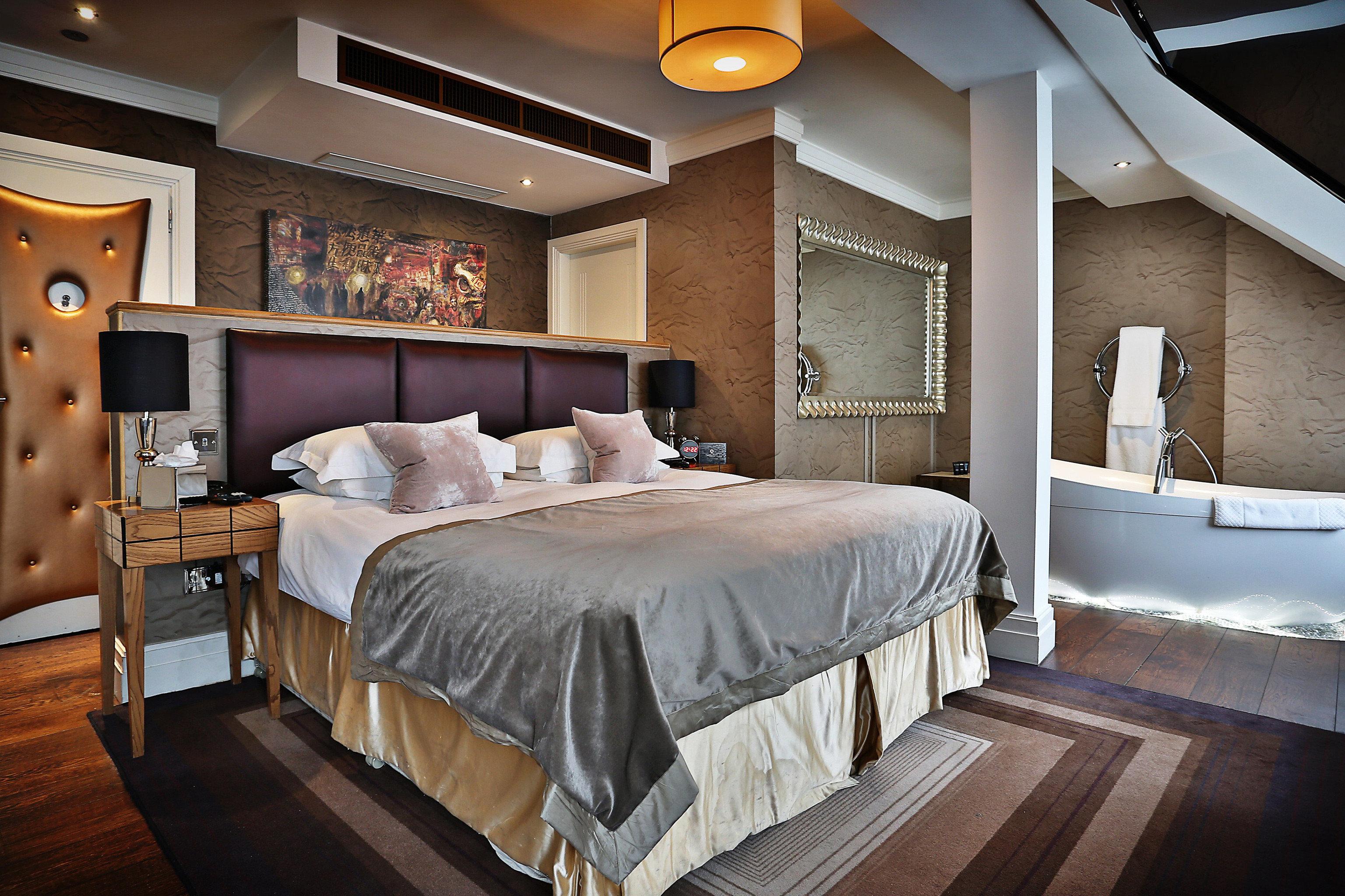 Bedroom Hip Luxury Modern Suite property desk home cottage living room