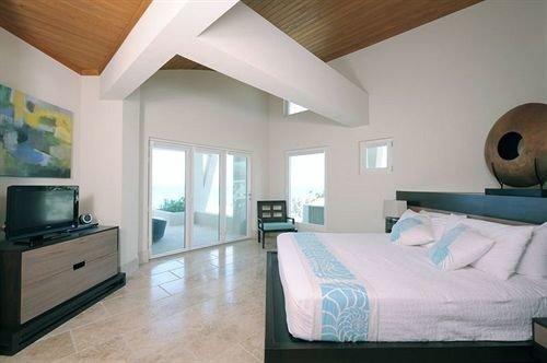 Bedroom Hip Luxury Modern Romantic Scenic views Suite property living room home cottage condominium