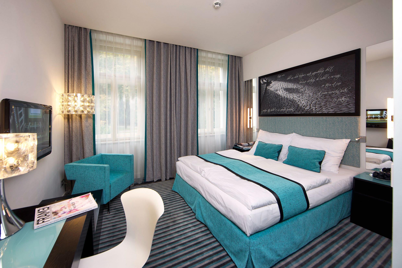 Bedroom Hip Luxury Suite sofa property green condominium living room Modern