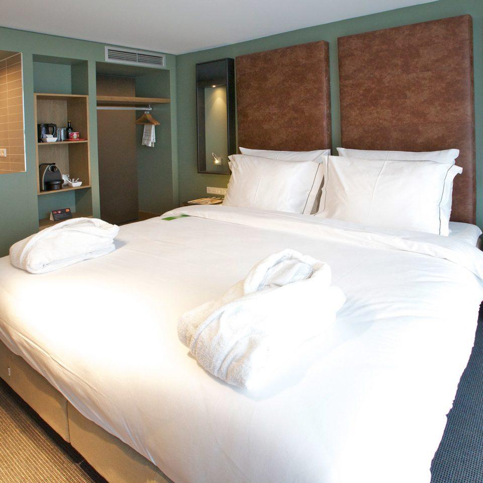 Bedroom Hip Luxury Modern Suite property cottage bed sheet