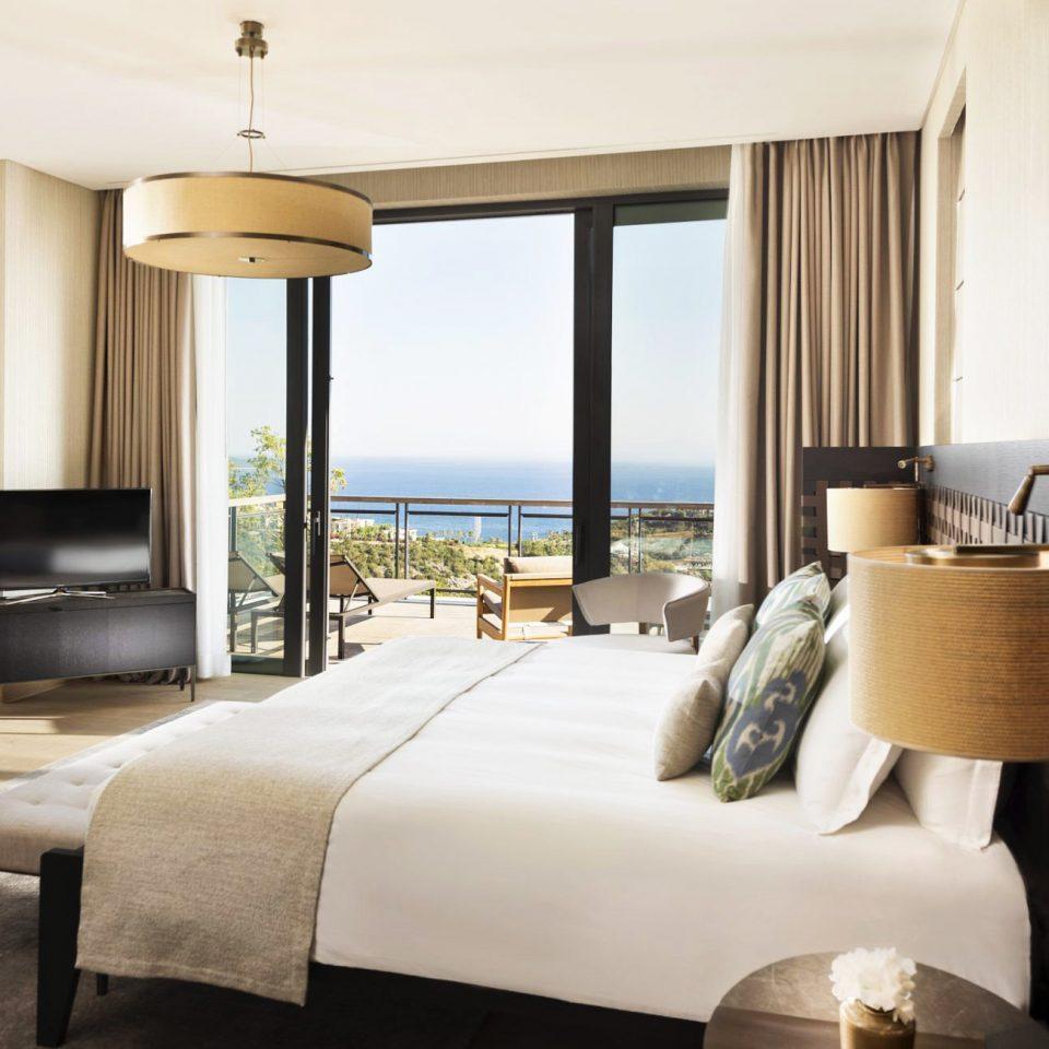 Bedroom Hip Luxury Modern Romantic Scenic views Suite property living room condominium home Villa nice cottage