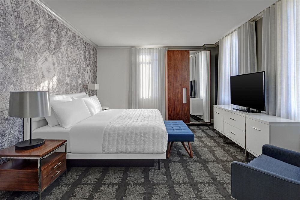 Bedroom Hip Luxury Modern Scenic views Suite property living room home cottage condominium