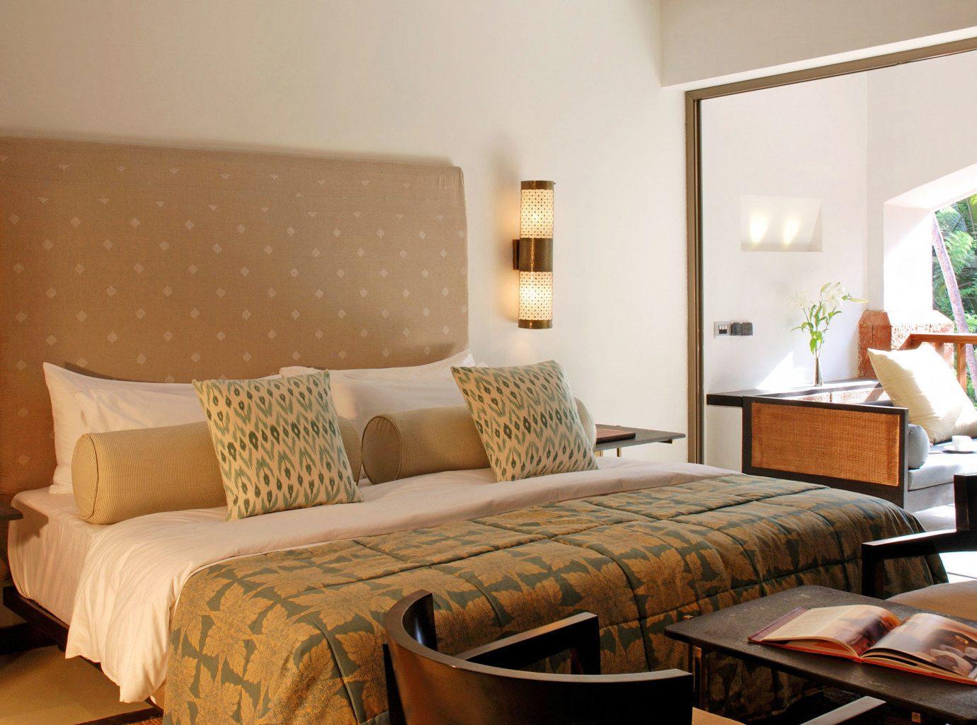 Bedroom Hip Luxury Scenic views Suite property cottage living room condominium