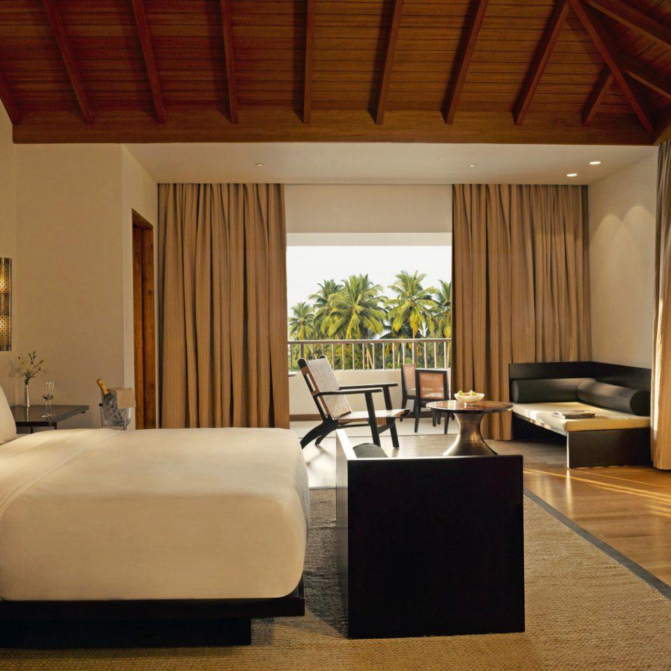 Bedroom Hip Luxury Scenic views Suite property living room home Villa cottage condominium