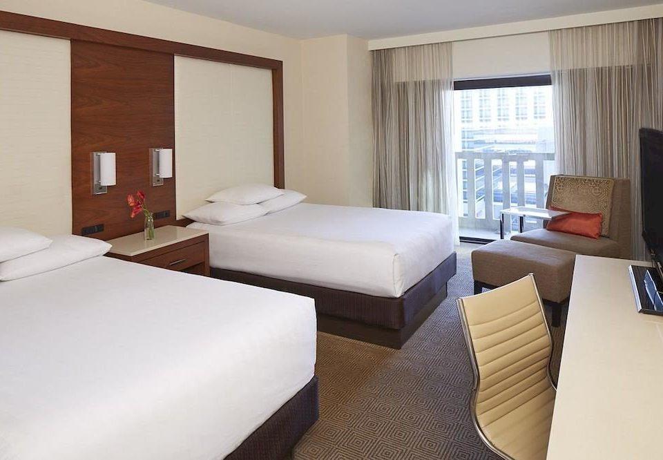 Bedroom Hip Luxury Suite sofa property cottage condominium