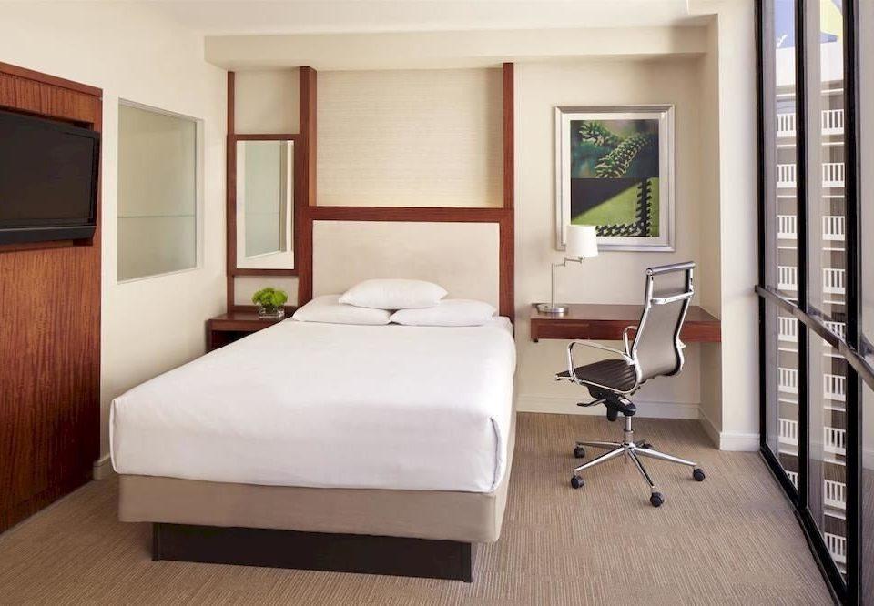 Bedroom Hip Luxury Suite property home cottage condominium