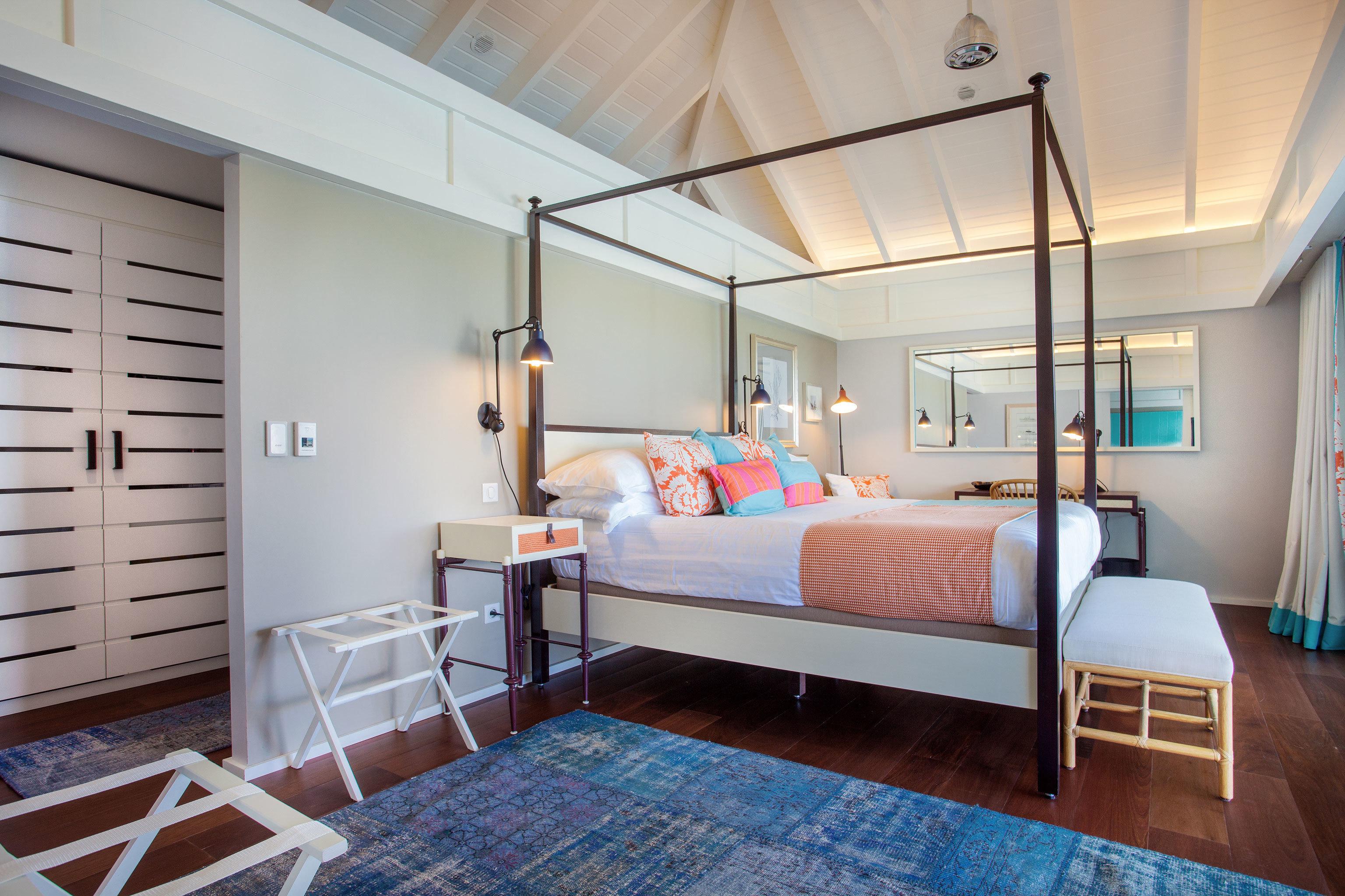 Bedroom Hip Luxury Suite Trip Ideas property living room home cottage condominium loft