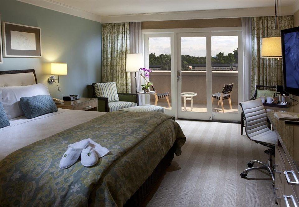 Bedroom Hip Luxury Suite property living room home condominium cottage
