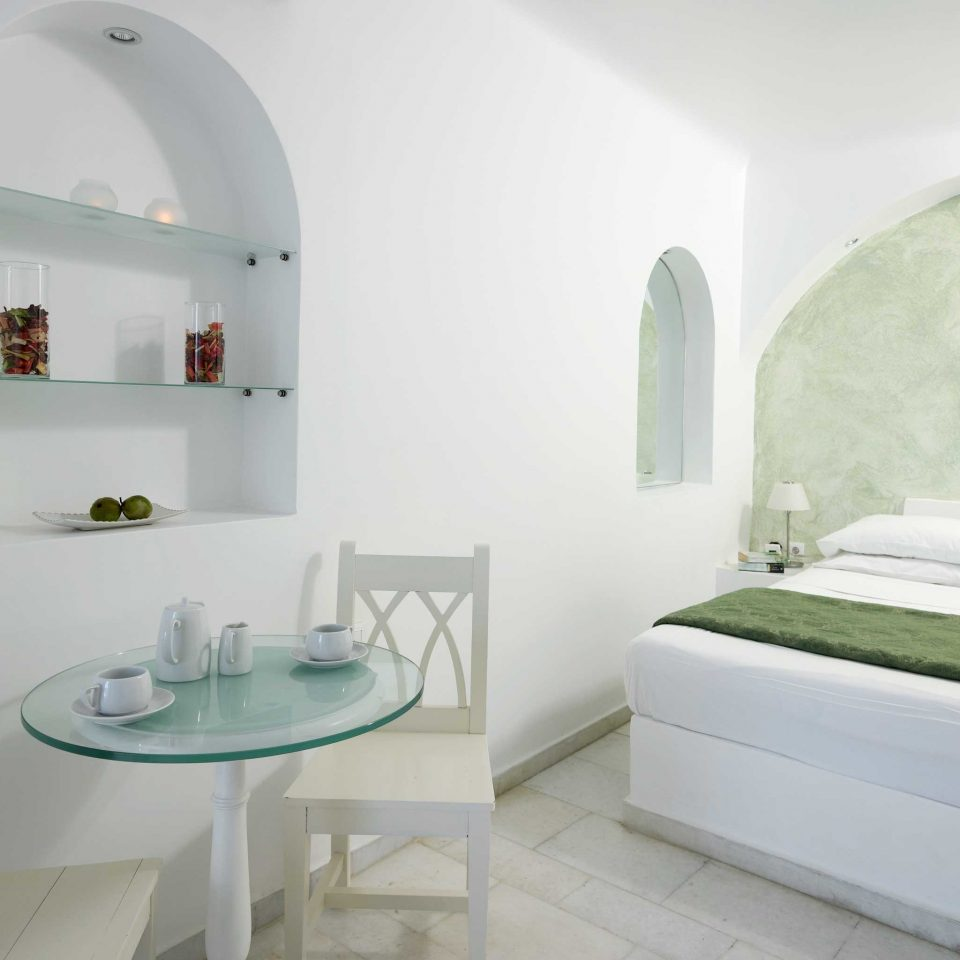 Bedroom Hip Luxury Suite property white home bathtub Villa cottage