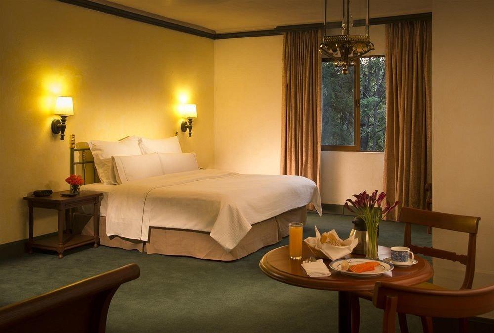 Bedroom Hip Luxury Suite property living room cottage Villa condominium lamp flat