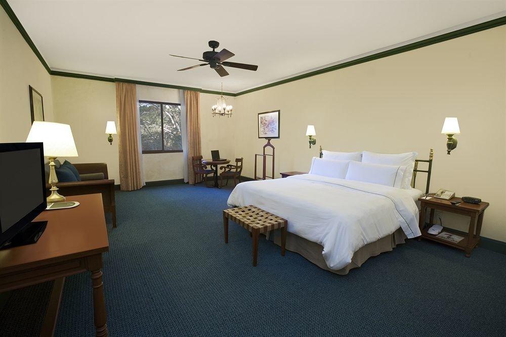 Bedroom Hip Luxury Suite property building cottage Villa lamp