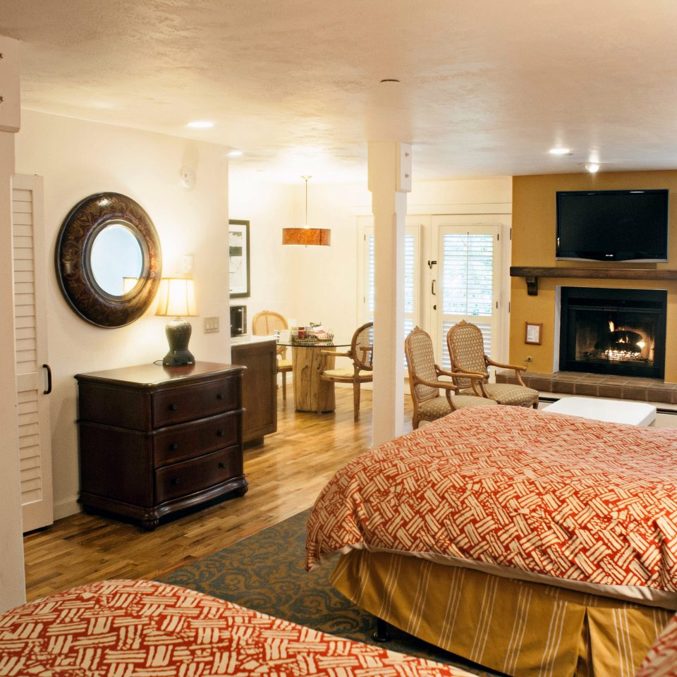 Bedroom Hip Luxury Suite property home living room cottage condominium