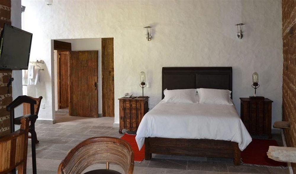 Bedroom Hip Luxury Suite property chair building cottage Villa farmhouse