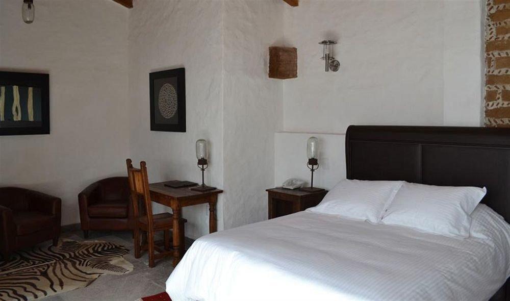 Bedroom Hip Luxury Suite property building cottage Villa pillow painting