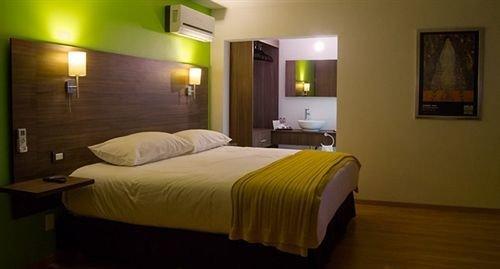 Bedroom Hip Modern Romantic Suite property cottage night
