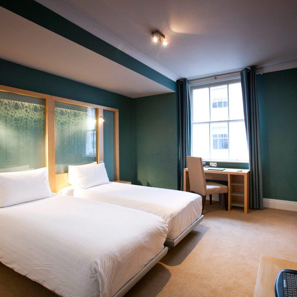 Bedroom Hip Modern property Suite condominium cottage lamp
