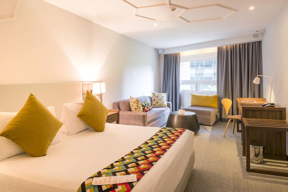 Bedroom Hip Suite property condominium living room flat