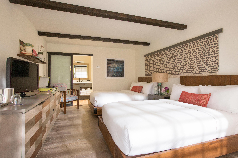Bedroom Hip sofa property Suite cottage Villa living room condominium flat