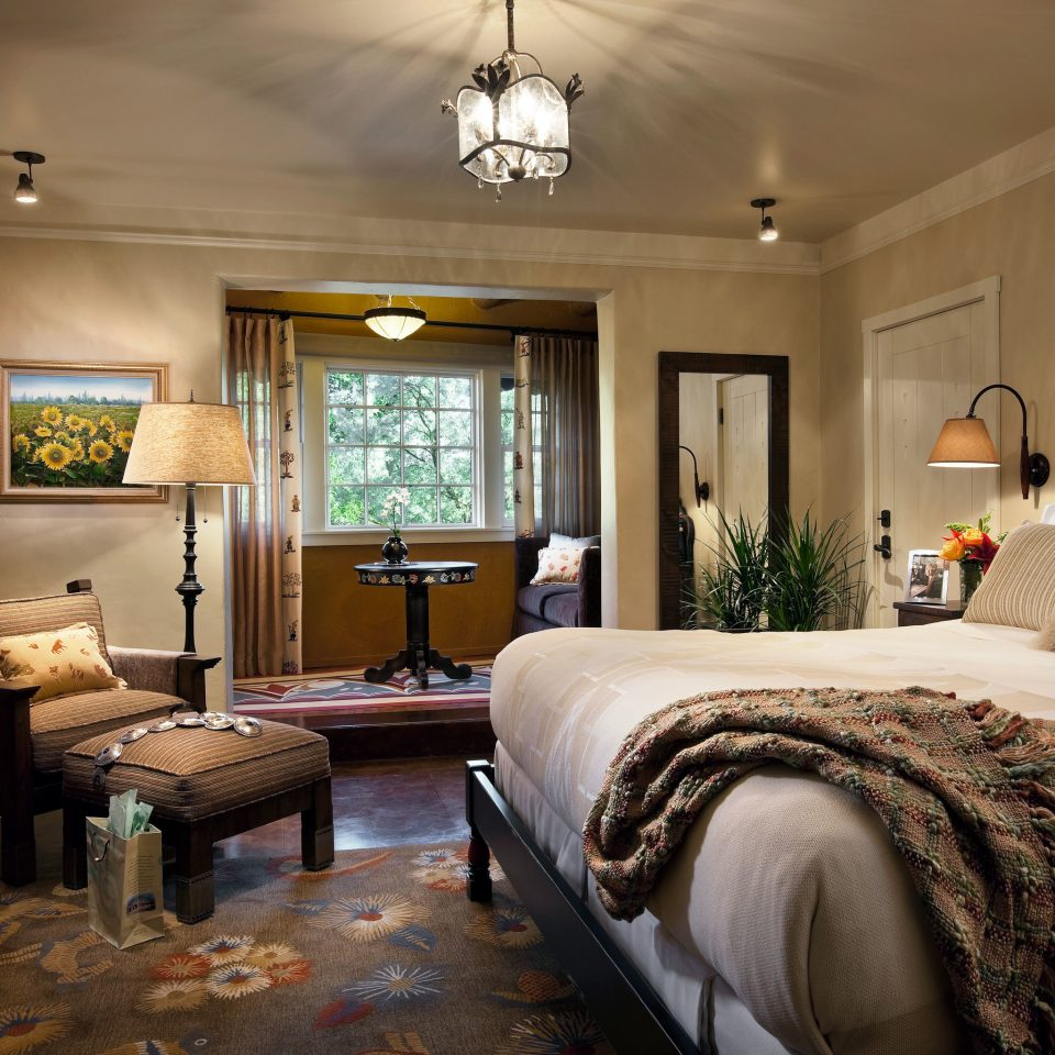 Historic Hotels Luxury sofa property Bedroom living room home Suite cottage mansion farmhouse