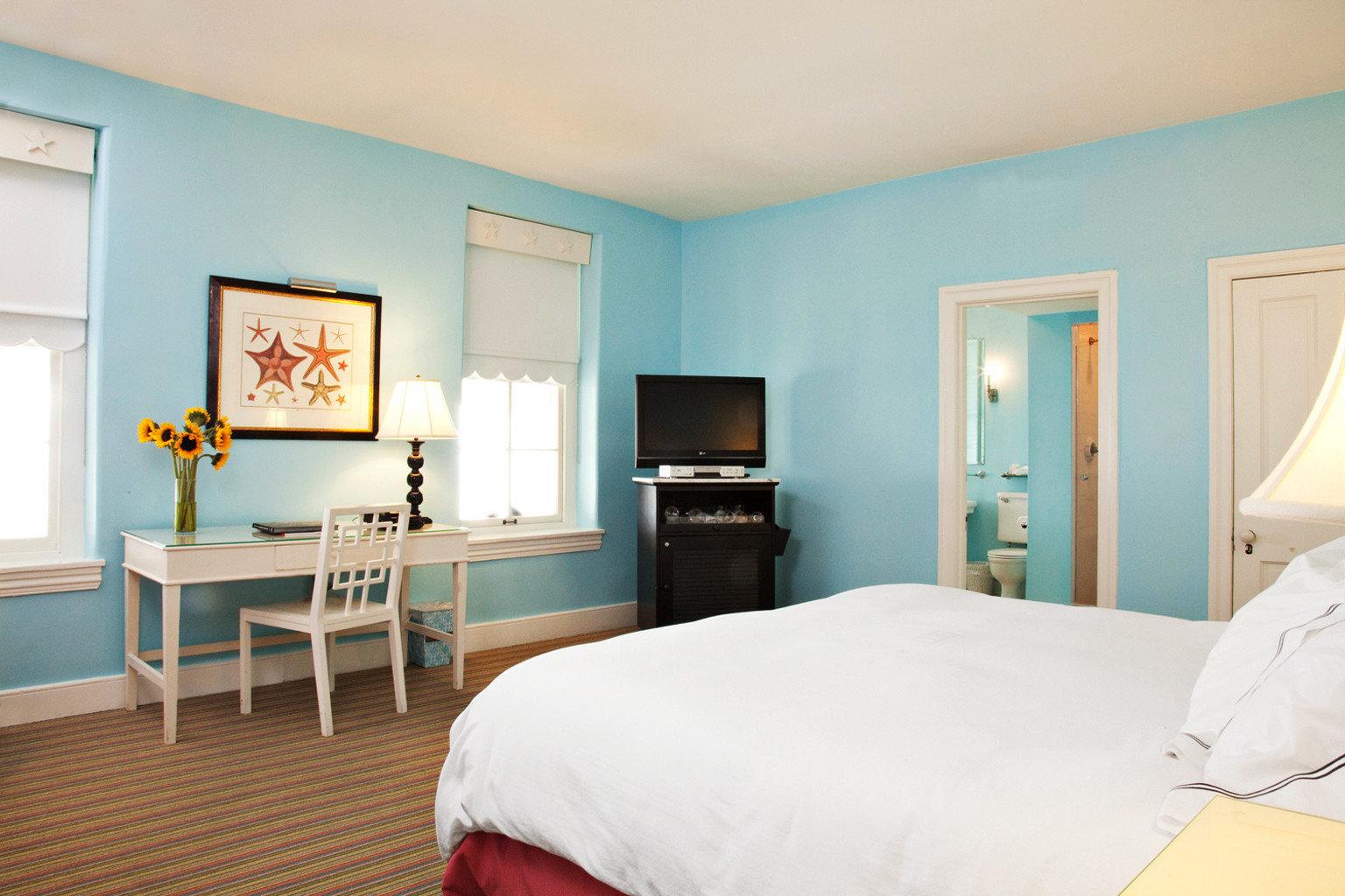 Bedroom Historic Hotels property scene Suite home cottage living room