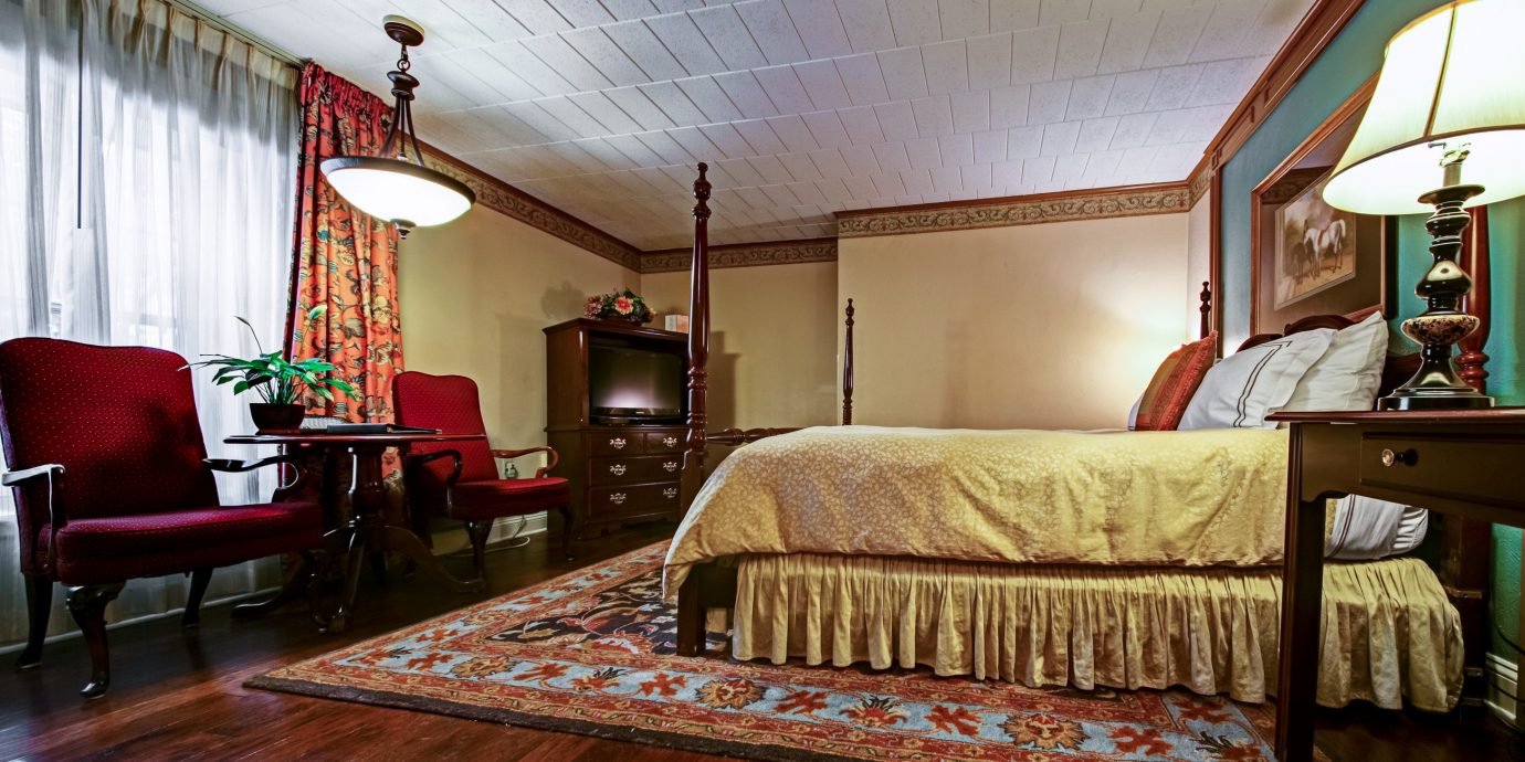 Bedroom Historic Inn Outdoor Activities property living room house home hardwood cottage recreation room wood flooring farmhouse