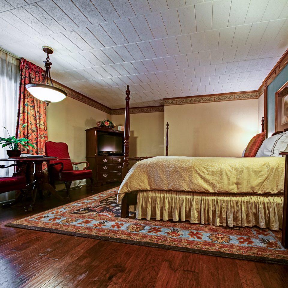 Bedroom Historic Inn Outdoor Activities property living room house home hardwood cottage recreation room wood flooring farmhouse