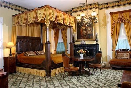 Bedroom Historic Inn property living room Suite Villa Resort mansion