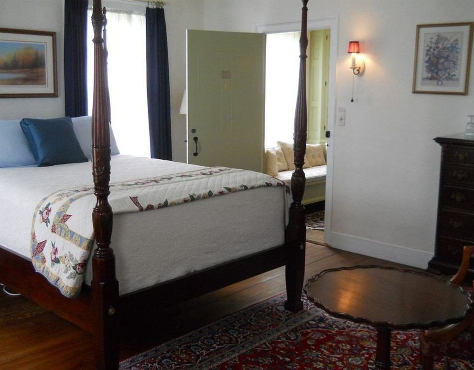 Bedroom Historic Inn Rustic property cottage Suite