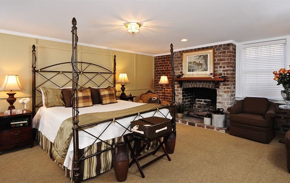 Bedroom Historic Inn property living room home house cottage hardwood Villa farmhouse condominium Suite