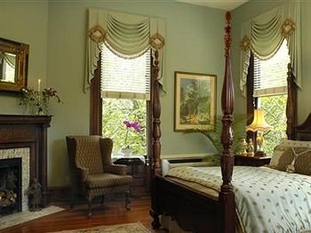 Bedroom Historic Luxury Suite property cottage Villa curtain living room mansion window treatment