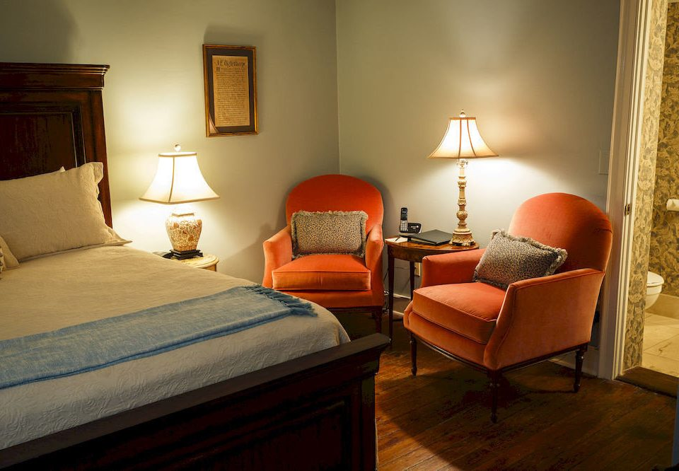 Bedroom Historic Luxury Suite property cottage home lamp
