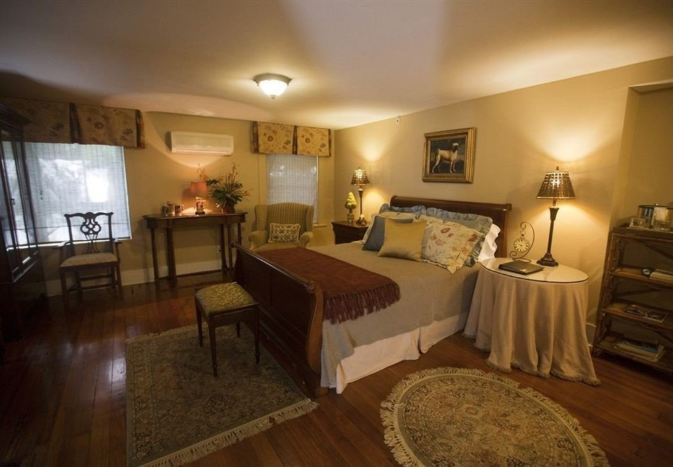 Bedroom Historic Luxury Suite property cottage Villa mansion