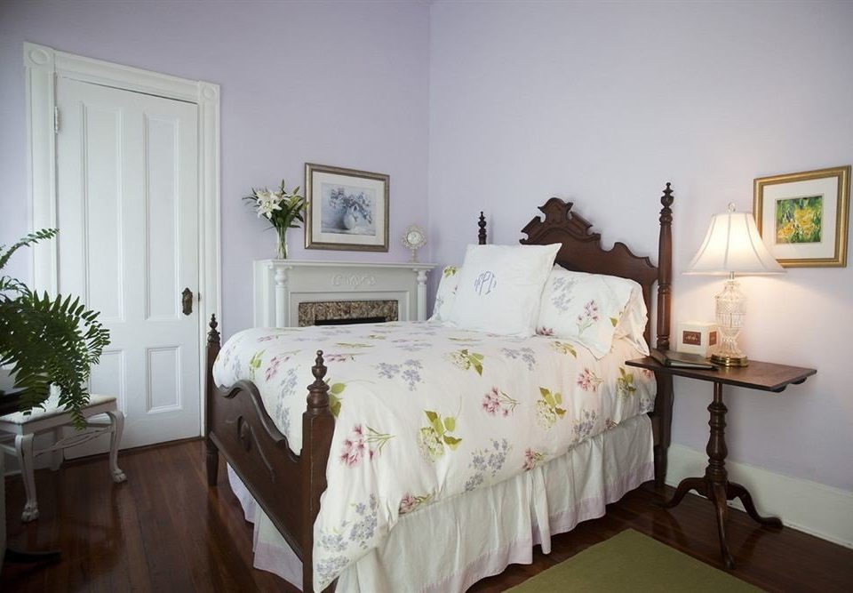 Bedroom Historic Luxury Suite property home cottage bed sheet