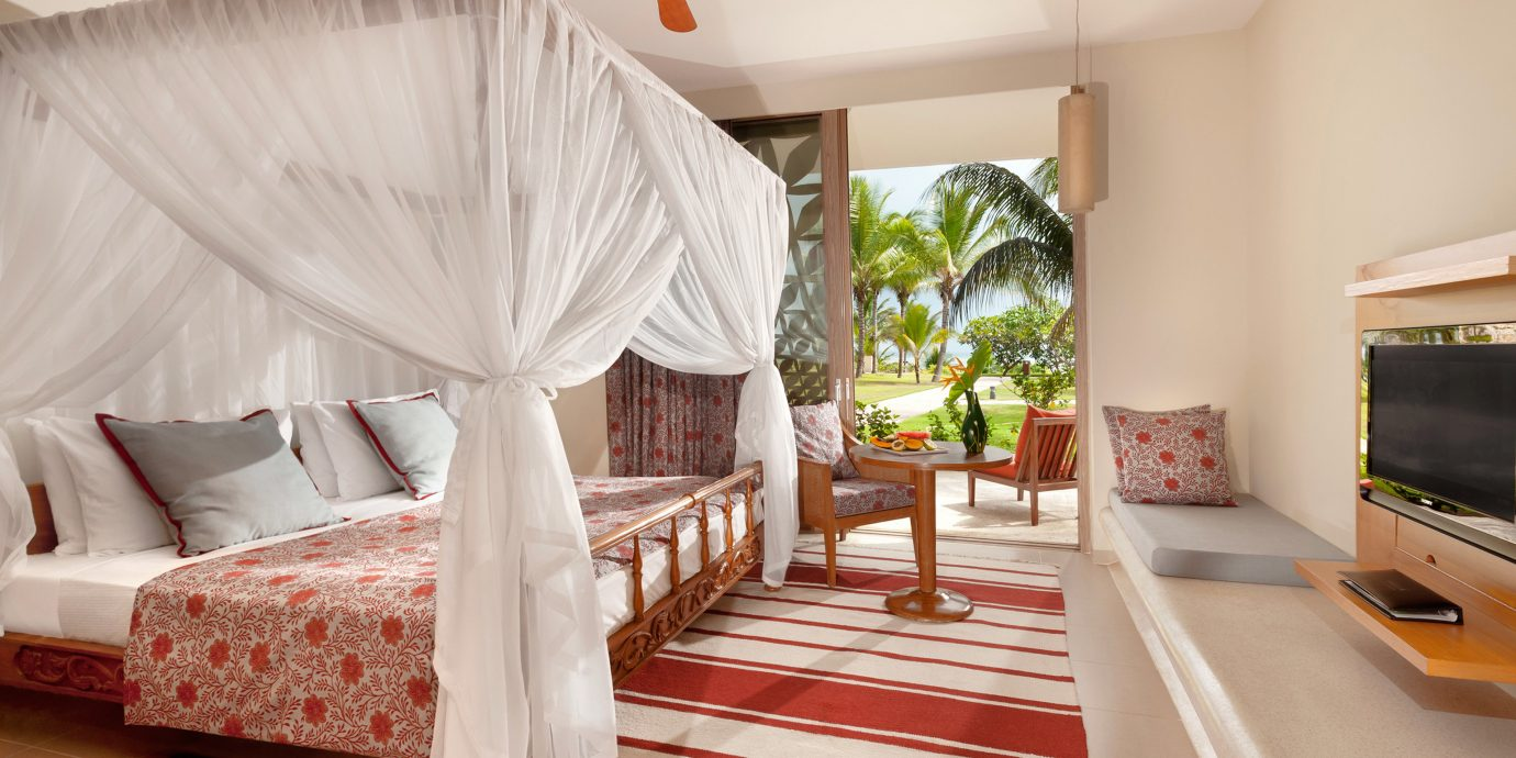 Bedroom Honeymoon Luxury Romantic Scenic views property Suite cottage Villa living room