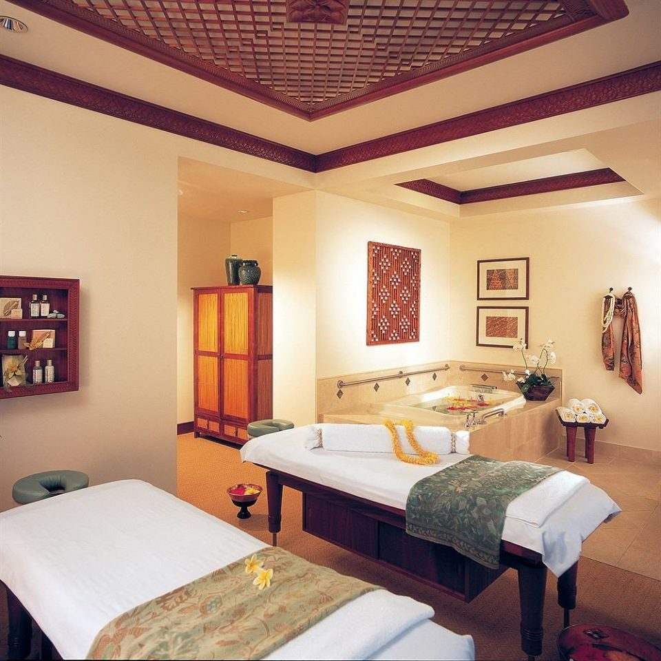 Hot tub Hot tub/Jacuzzi Resort Spa Wellness property Bedroom Suite cottage home Villa living room