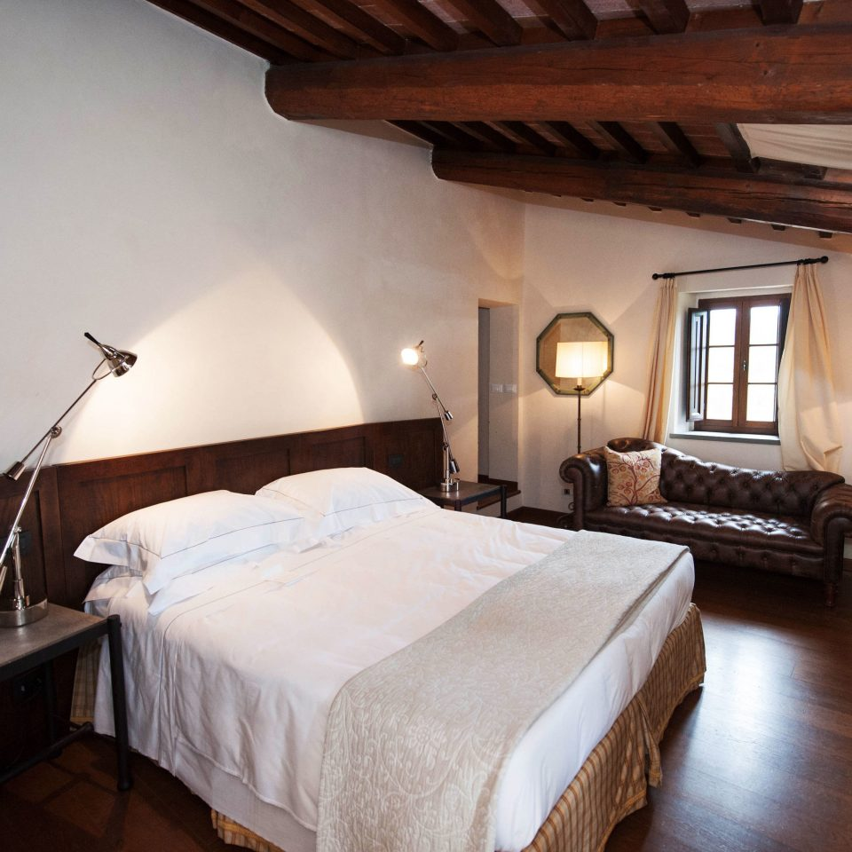 Hotels Italy Romance Bedroom property building cottage Villa Suite farmhouse lamp