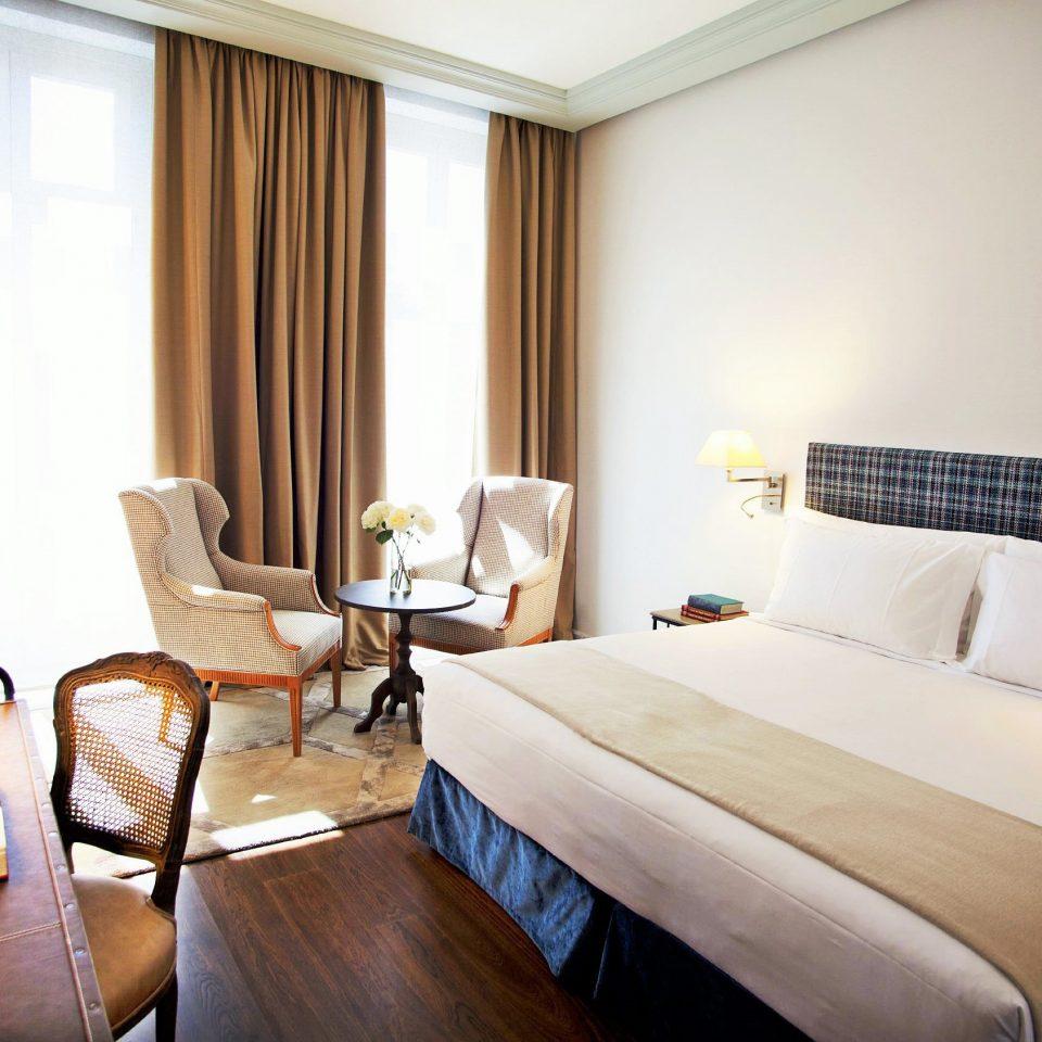 Bedroom Hotels Luxury Madrid Scenic views Spain Suite sofa property cottage condominium lamp