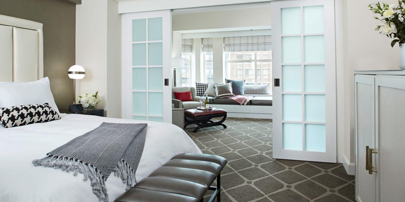 Bedroom Hotels Luxury Modern Romantic Suite property home living room cottage condominium