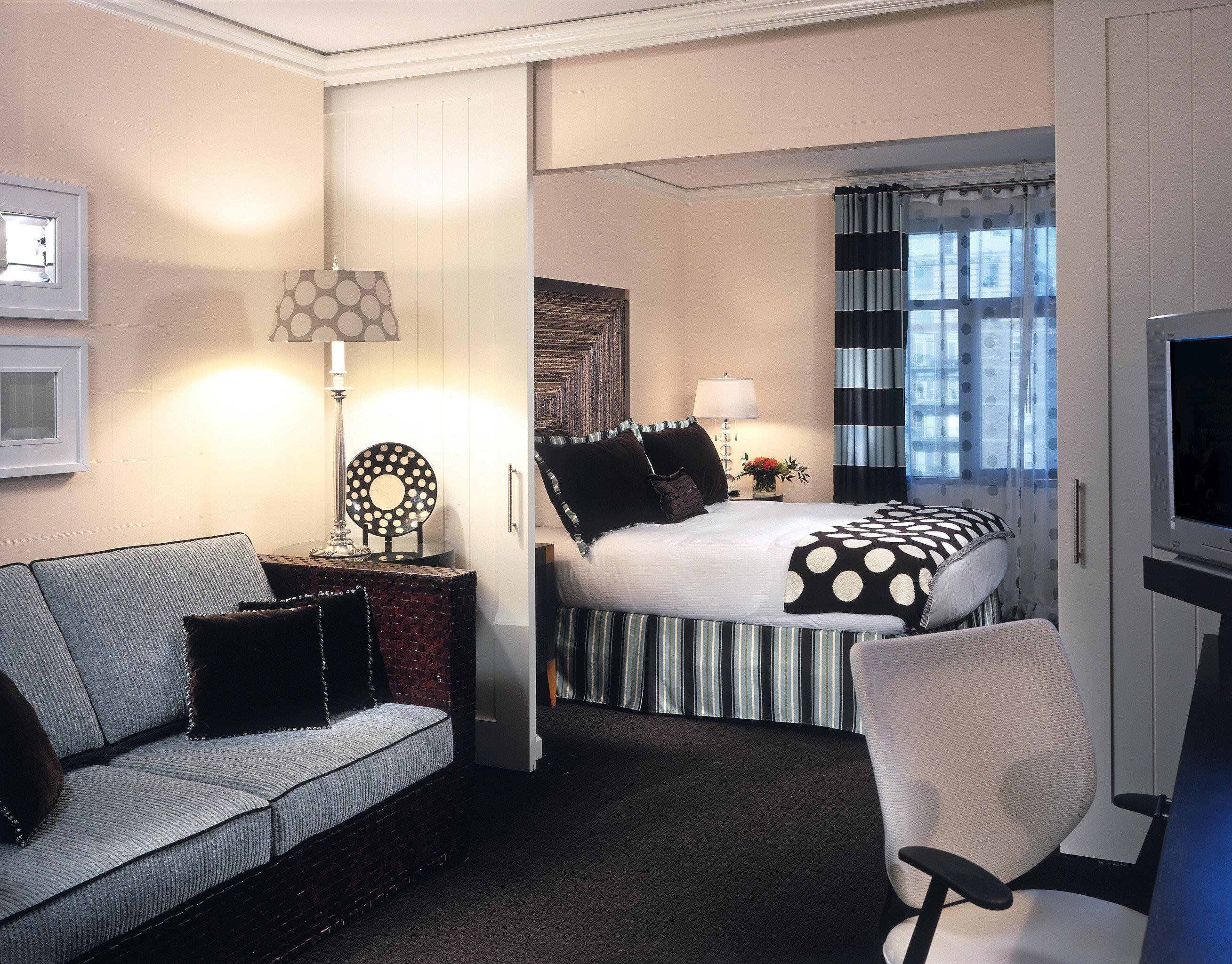 Bedroom Hotels Modern Suite sofa property living room home condominium cottage
