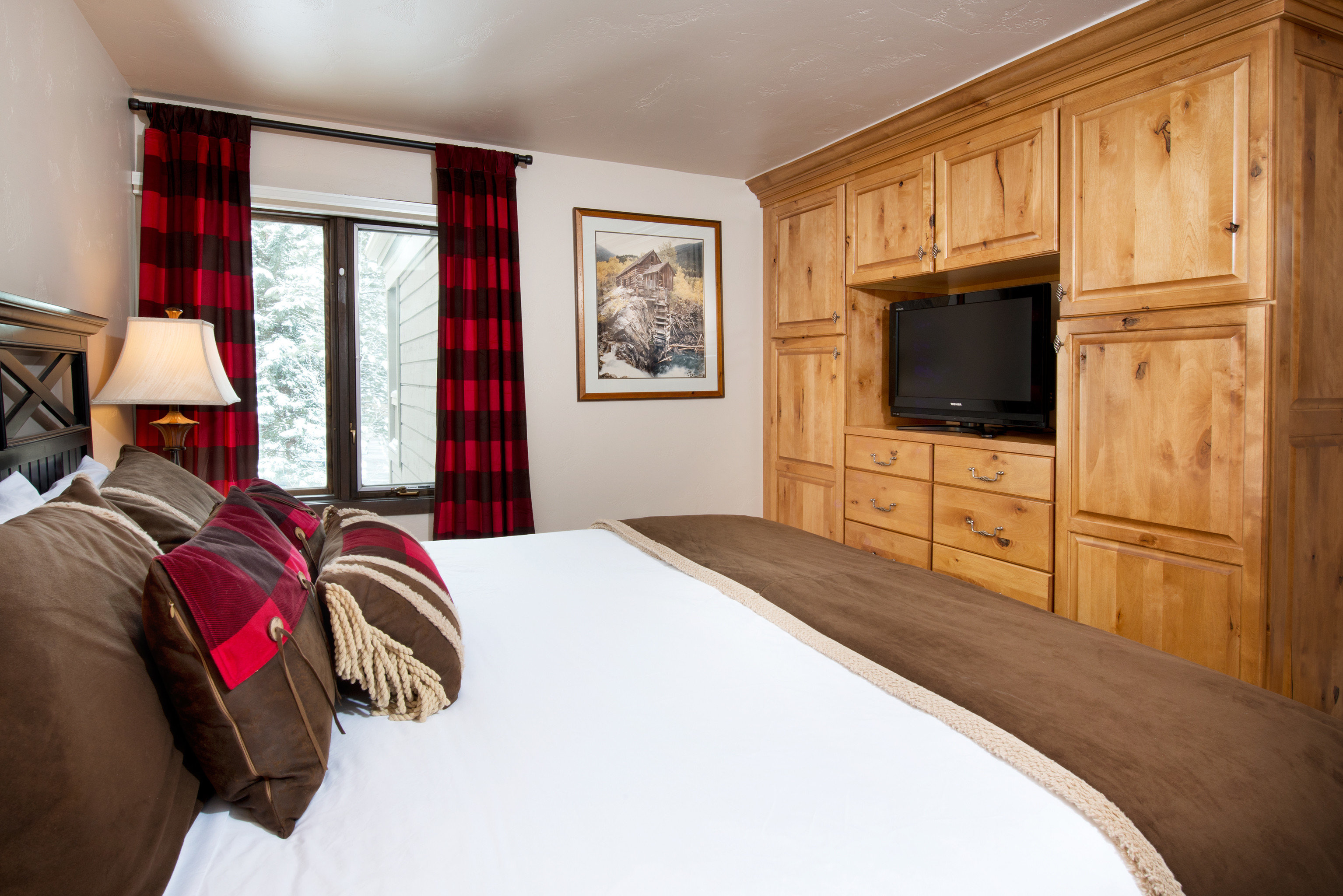 Bedroom Hotels Rustic Scenic views Trip Ideas property home house cottage living room