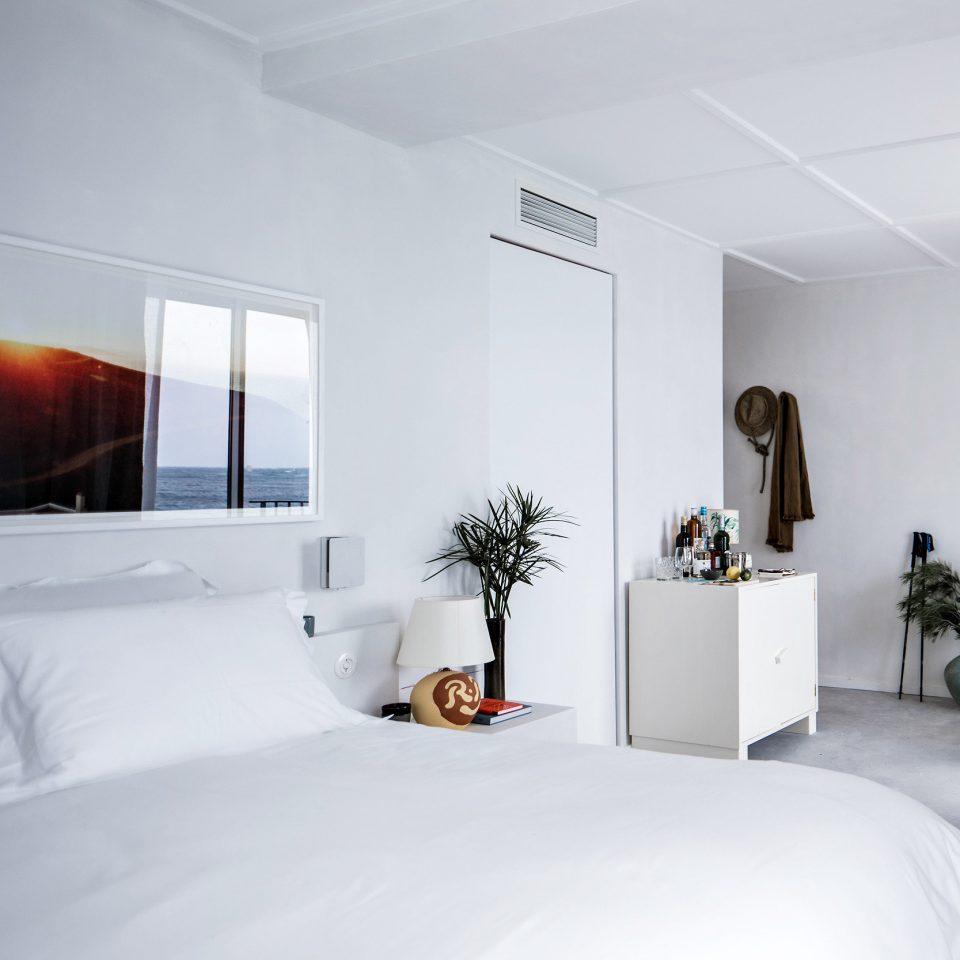 Hotels white Suite Bedroom home pillow bed frame interior designer