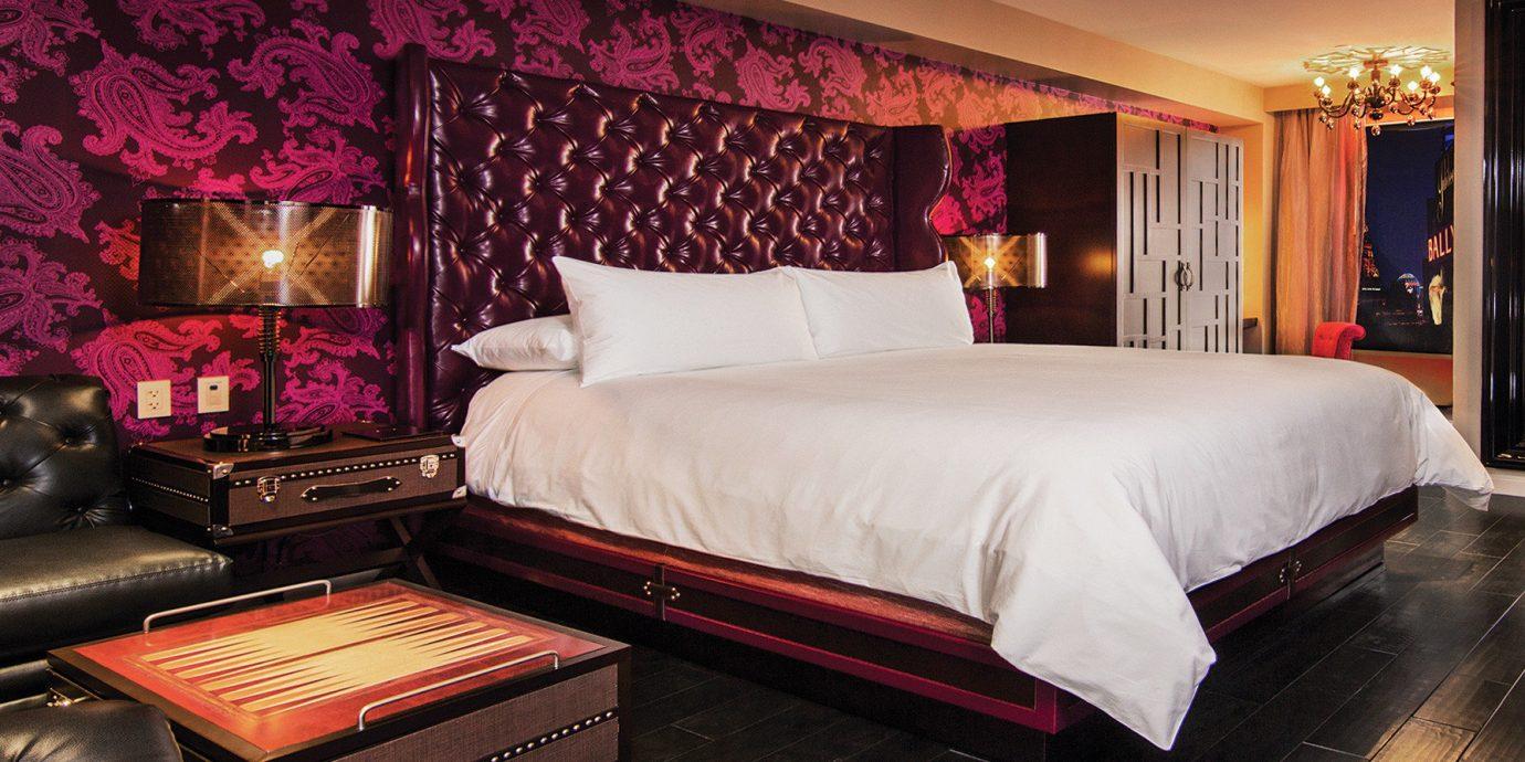 Hotels Suite Bedroom bed sheet living room