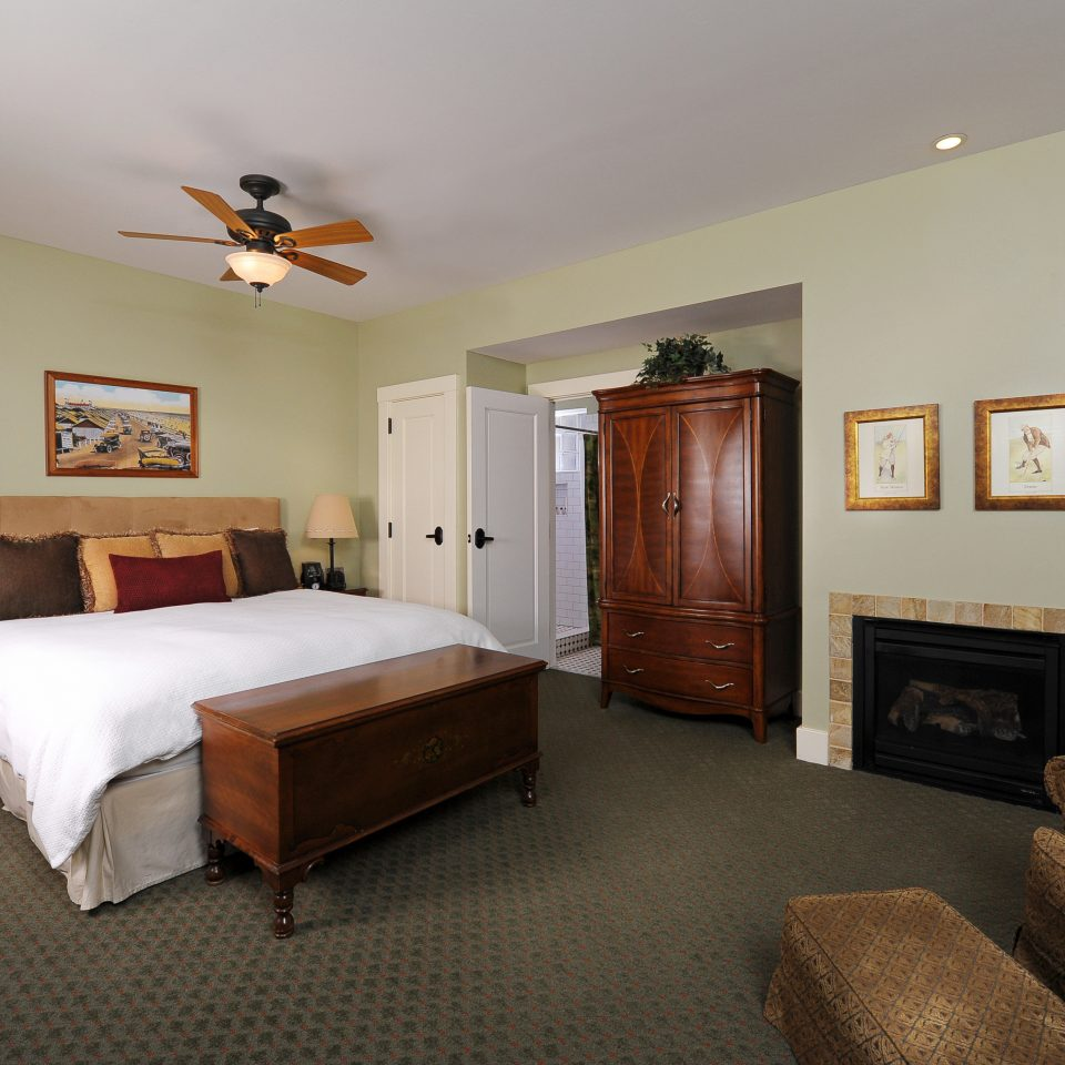 Bedroom Inn Lodge Romantic property cottage Suite home hardwood living room