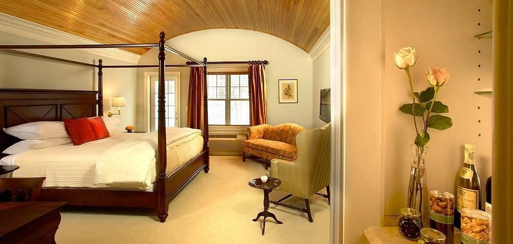 Bedroom Inn Modern property home cottage Suite living room Villa lamp