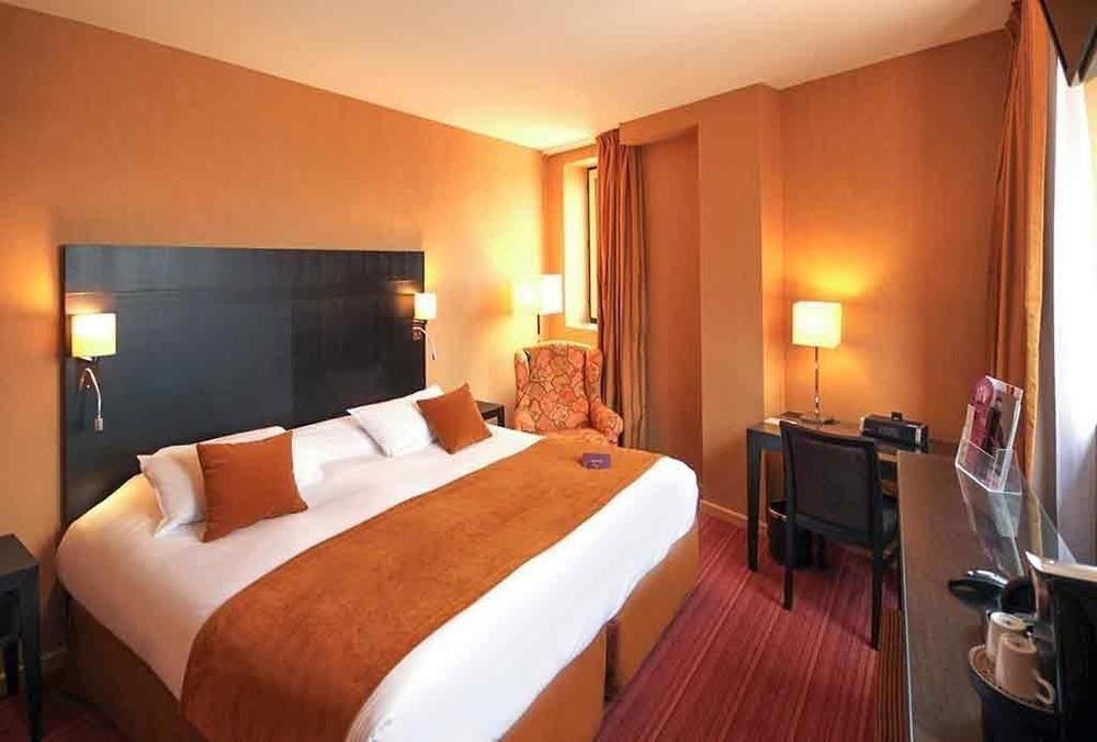 Bedroom sofa property Suite cottage Villa Resort Inn flat