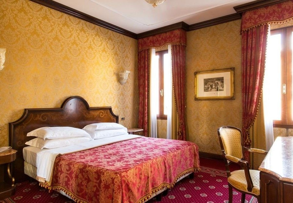 Bedroom property Suite red Resort cottage Inn Villa