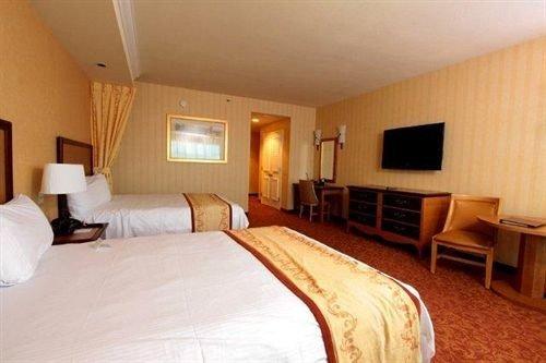 Bedroom property Suite cottage Resort Inn