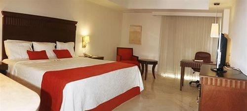 Bedroom property Suite cottage Inn Resort