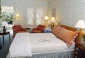 Bedroom property Suite cottage Resort Villa Inn